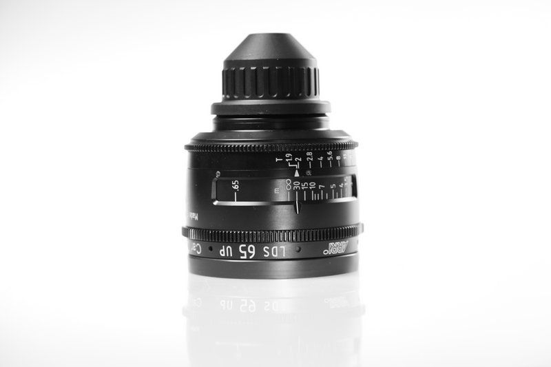 Carl Zeiss UP LDS F:65, T1.9, диаметр передней линзы - 104 мм.