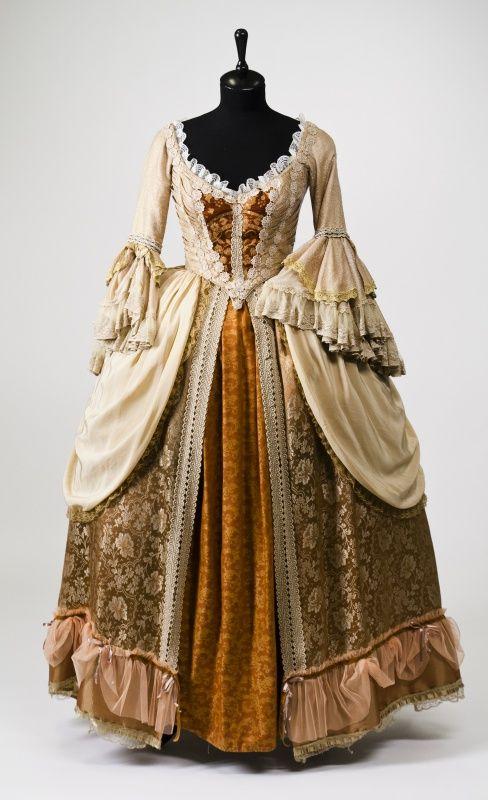 Костюмы 18 века платья
