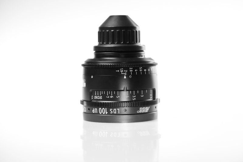 Carl Zeiss UP LDS F:100, T1.9, диаметр передней линзы - 104 мм.