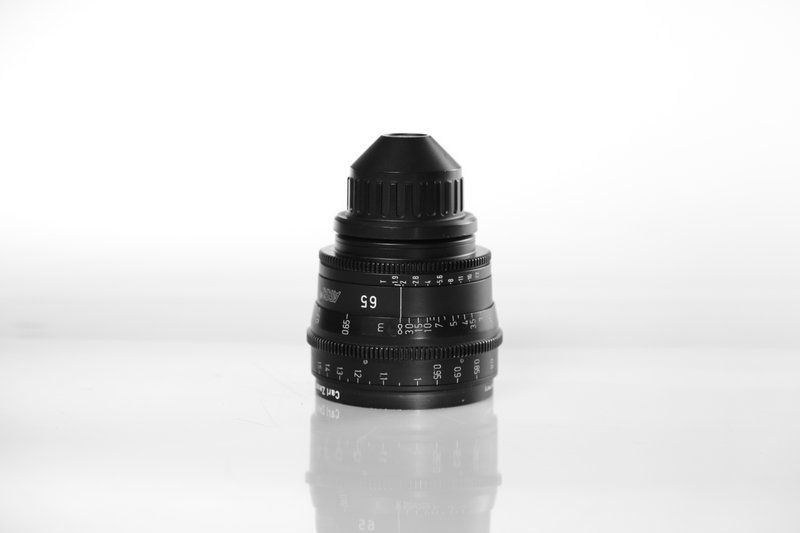 Carl Zeiss UP F:65, T1.9, диаметр передней линзы - 95 мм.