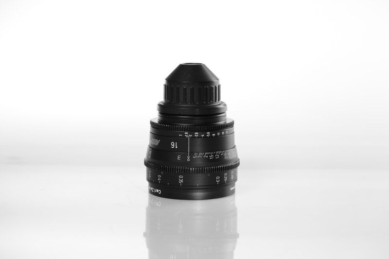 Carl Zeiss UP F:16, T1.9, диаметр передней линзы - 95 мм.