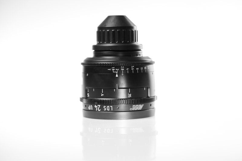 Carl Zeiss UP LDS F:24, T1.9, диаметр передней линзы - 104 мм.