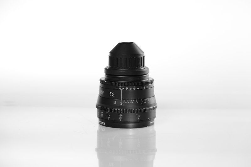 Carl Zeiss UP F:32, T1.9, диаметр передней линзы - 95 мм.