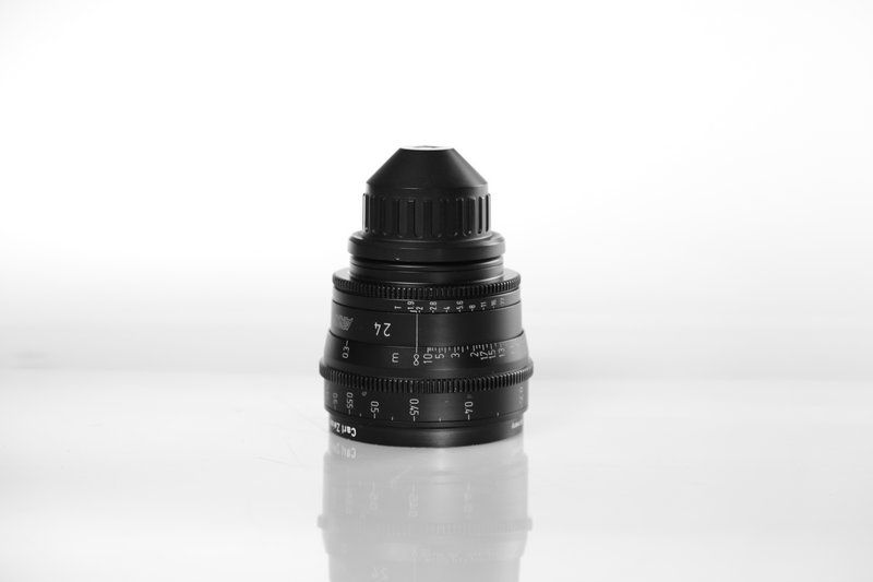 Carl Zeiss UP F:24, T1.9, диаметр передней линзы - 95 мм.