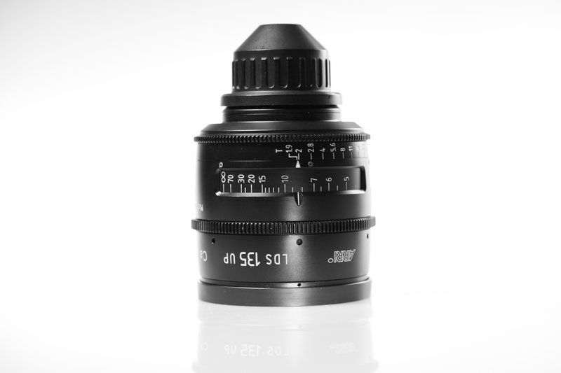 Carl Zeiss UP LDS F:135, T1.9, диаметр передней линзы - 104 мм.