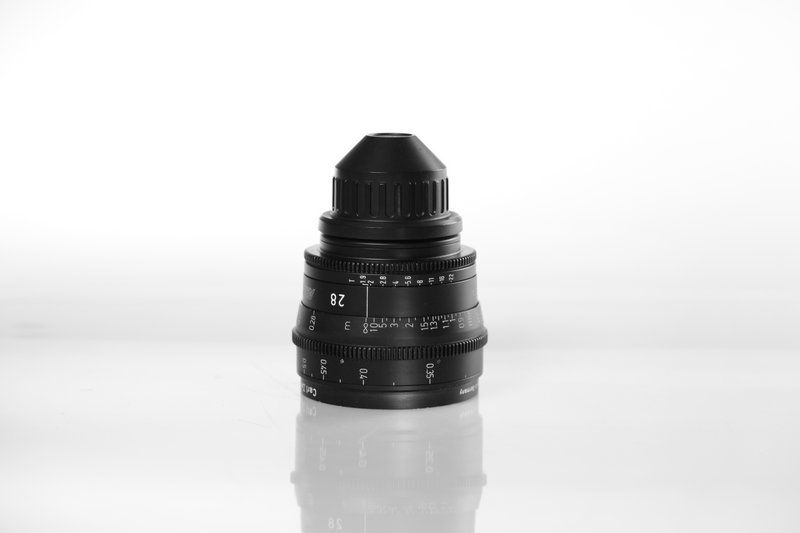 Carl Zeiss UP F:28, T1.9, диаметр передней линзы - 95 мм.