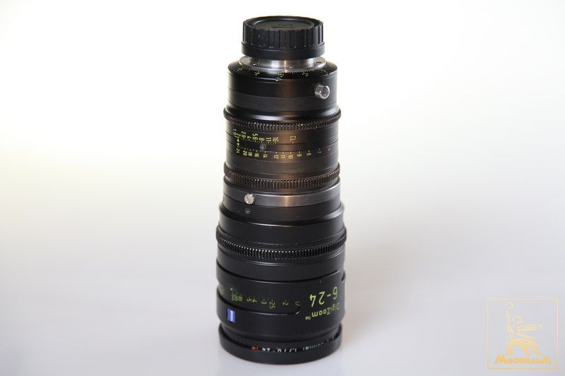 Carl Zeiss DigiZoom F:6-24 T1.9, диаметр передней линзы 95 мм.