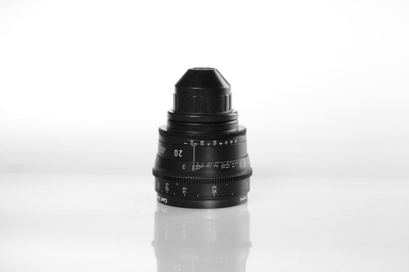 Carl Zeiss UP F:20, T1.9, диаметр передней линзы - 95 мм.