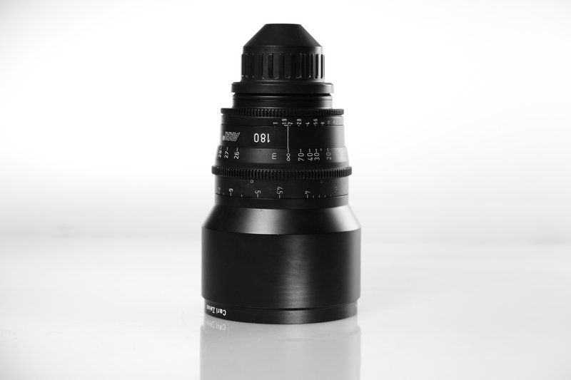 Carl Zeiss UP F:180, T1.9, диаметр передней линзы - 114 мм.