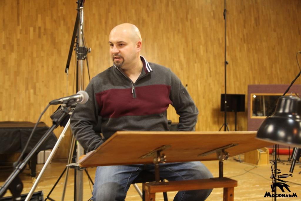Композитор и дирижер Максим Кошеваров в Первой музыкальной студии «Мосфильма»