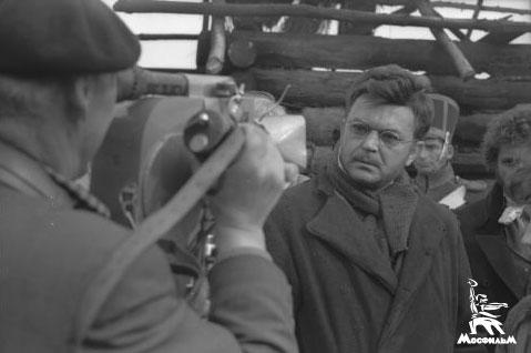 Режиссер Сергей Бондарчук на съемках фильма «Война и мир»